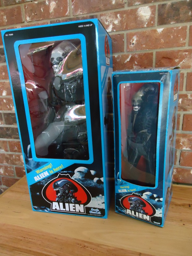 Gentle Giant Alien replica alongside the original Kenner, both in their boxes. Gentle Giant Alien Replica Review