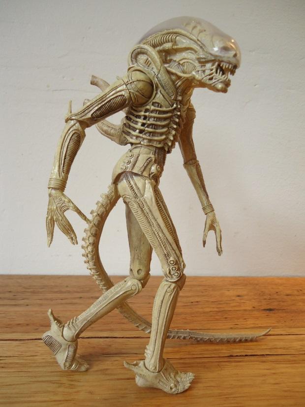 Translucent_04 NECA Aliens Series 7 - Xenomorph Prototype Suit Review