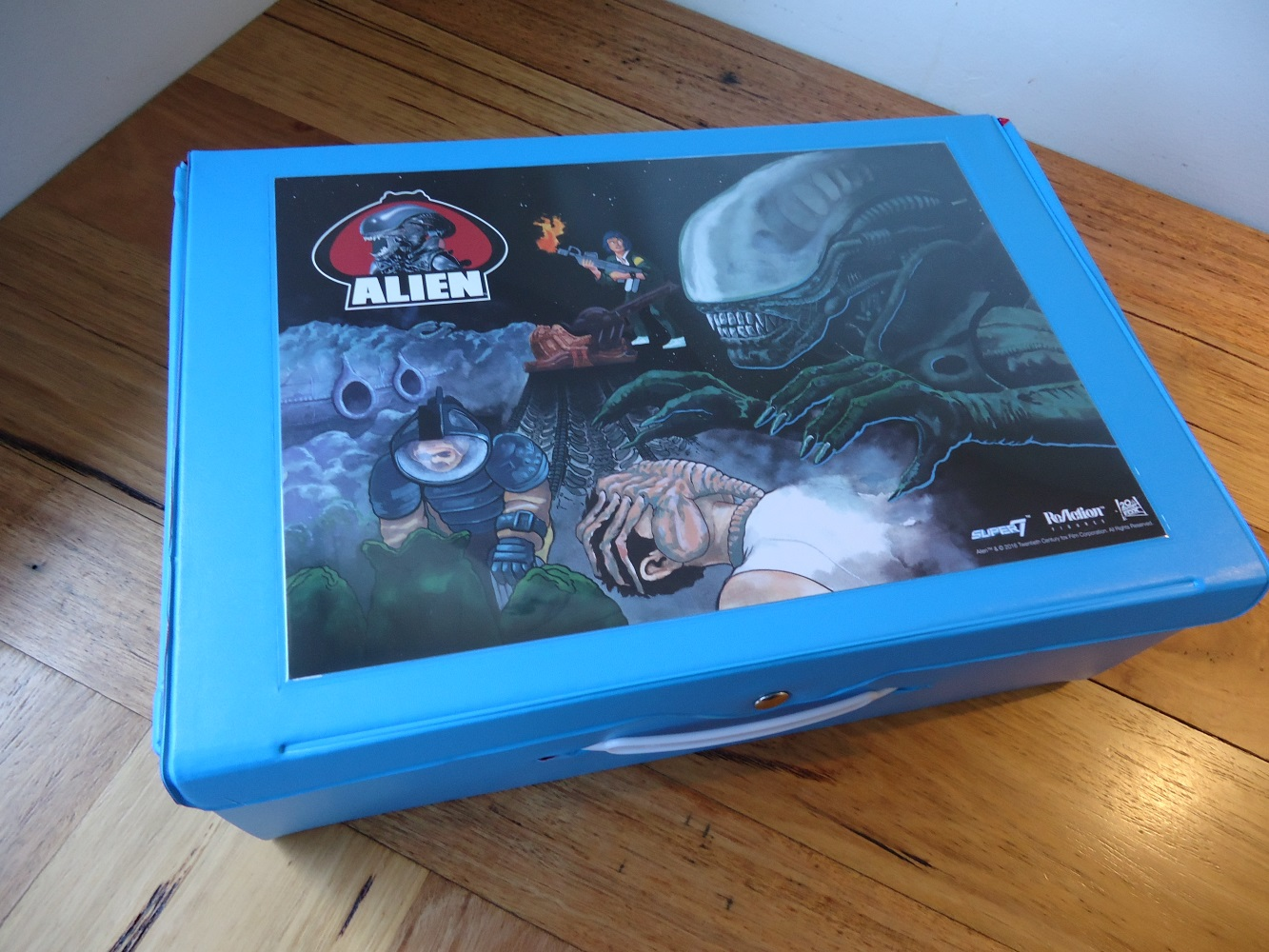 02_CarryCase Super 7's Alien Carry Case Review