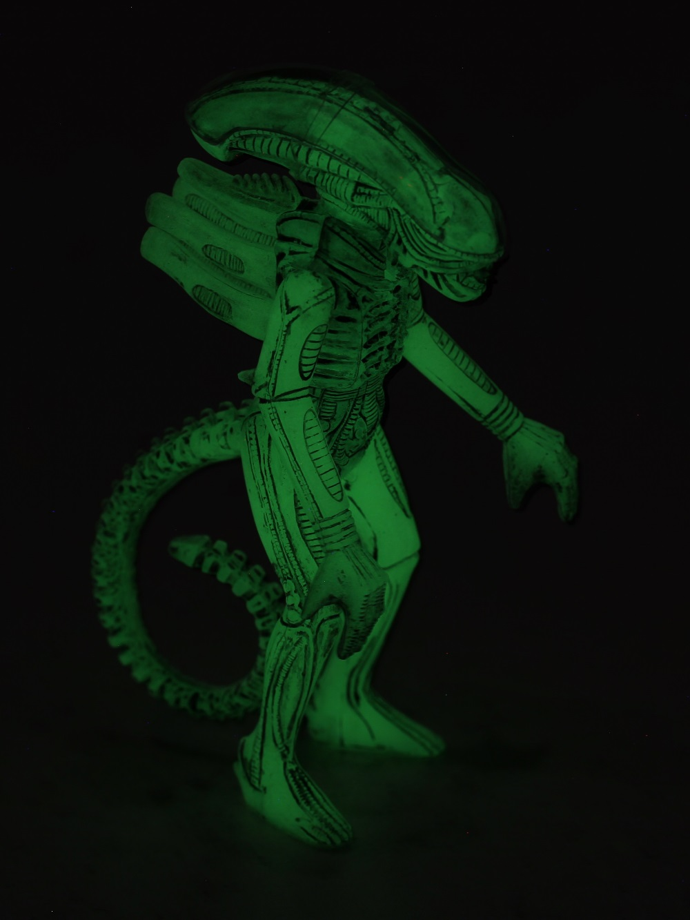 09_Open_FigureGitD Super 7's Alien Carry Case Review