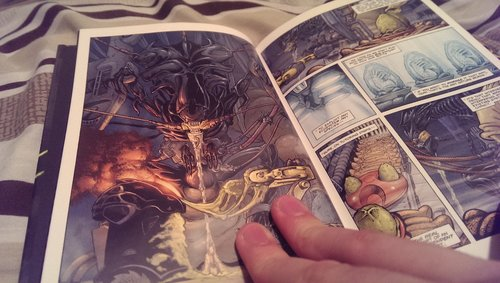 Wes Dzioba's re-colouring of Aliens vs. Predator #1 AvP Omnibus Volume 1 Review