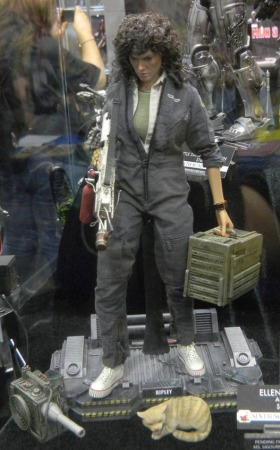 Hot Toys Ripley Sigourney Weaver Figure NECA & Hot Toys Reveal Ripley Figures at SDCC 2014