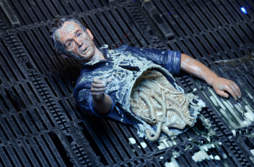 290515_03 NECA Aliens Series 5 Features Ripley, Bishop, Xeno Warriors