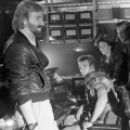 James Cameron on the set of Aliens with Michael Biehn, Sigourney Weaver, Bill Paxton and Jenette Goldstein.