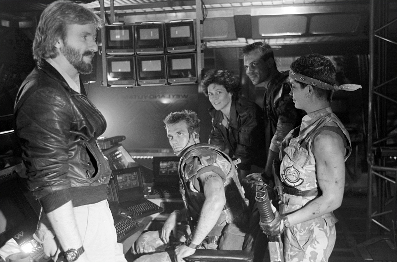 James Cameron on the set of Aliens with Michael Biehn, Sigourney Weaver, Bill Paxton and Jenette Goldstein. James Cameron Talks Alien: Covenant & Teases 3D Treatment of Aliens!