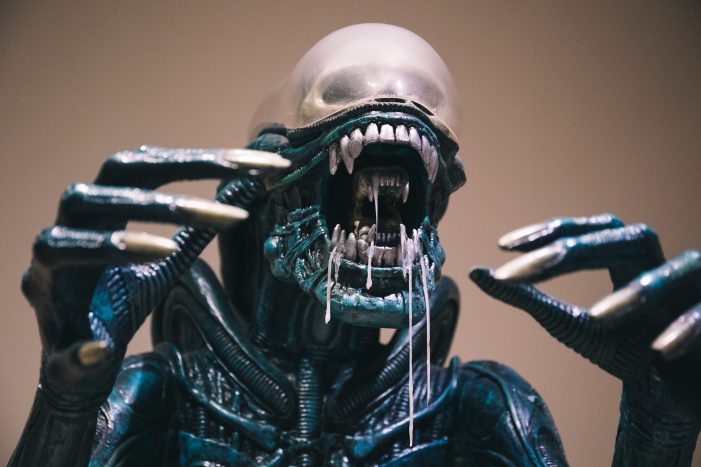 AvPGalaxy Visits the Disney World Alien at the Bowers Museum!